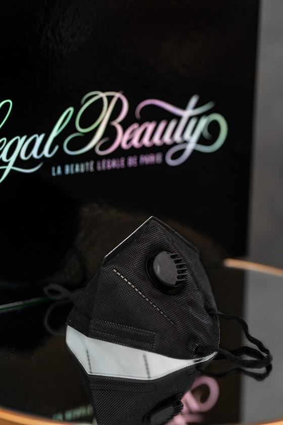Legal Beauty KN95/FFP2 7 rétegű arcmaszk - Legal Beauty Arcmaszk - 5 db - Karbonfekete - Szelepes